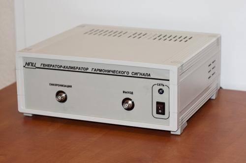 А) синтез гармонического сигнала с заданным значением Кг.  Предназначен для генерации гармонических сигналов с...